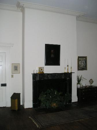 Cartersville, VA: Ampthill Plantation - White House mantle in Magnolia room