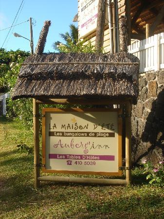 La Maison D'ete Hotel: panneau à l'entrée