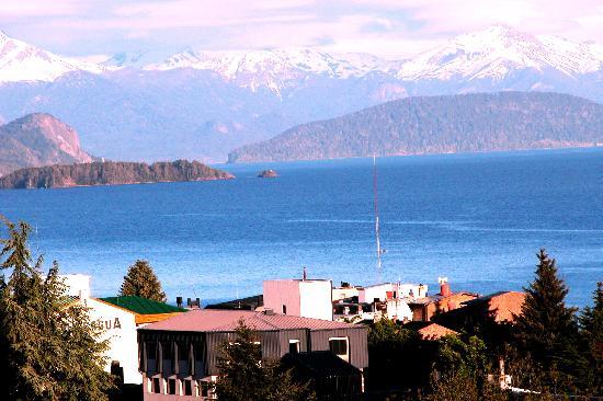 Hotel Carlos V Patagonia Bariloche: Vista sul  lago dall'Hotel Carlos V