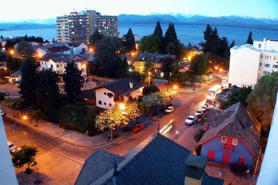 Hotel Carlos V Patagonia Bariloche: By night- vista dall' Hotel Carlos V