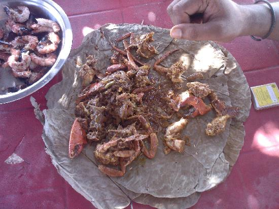 Odisha, Índia: Fresh prawn..caught there and barbecued
