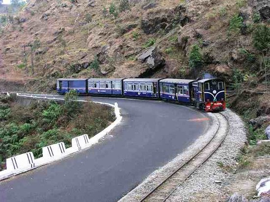 Darjeeling, Inde : Get lost in the loops with toy-train