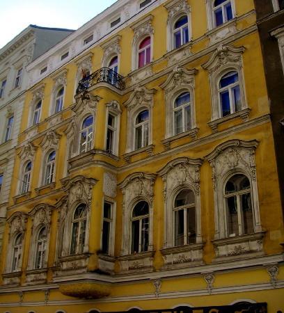 Stadtnest Bed & Breakfast and Apartment: In diesem wunderschönen Wiener Altbau befindet sich das B&B Stadtnest