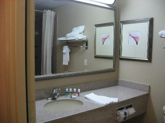 Country Inn & Suites By Carlson, Absecon (Atlantic City) Galloway: bathroom vanity
