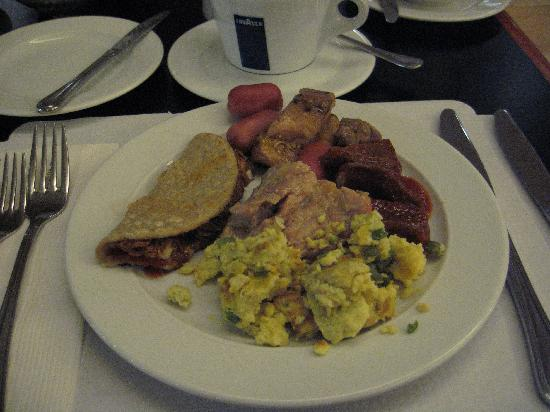 Emporio Reforma: plate of the breakfast buffet