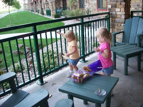 Glacier Canyon Lodge: feeding the ducks again