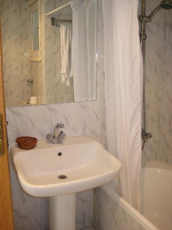 Menaville Resort: bathroom