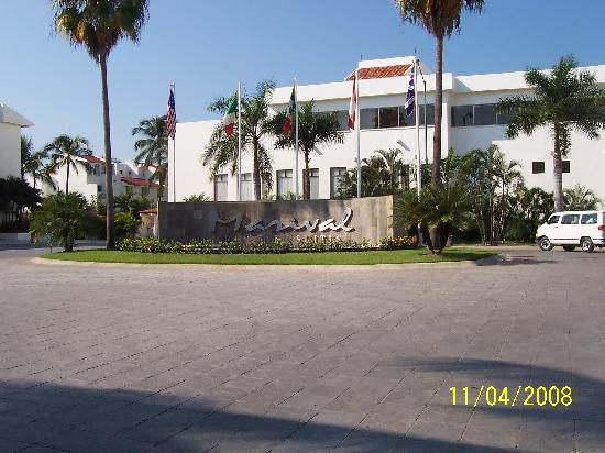 Marival Resort & Suites: Front Entrance