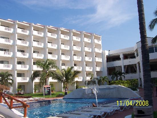 Marival Resort & Suites: Grand Side View