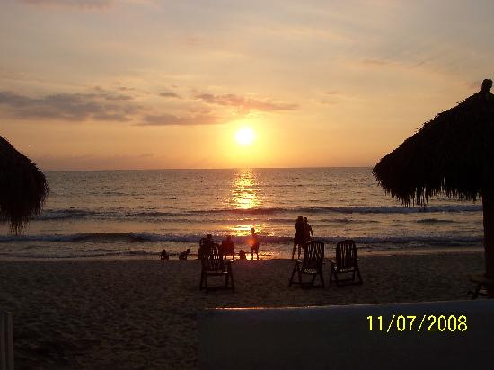 Marival Resort & Suites: Sunset at the Marival