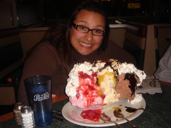 Birch Run, MI: The HUUUUGE banana split and I