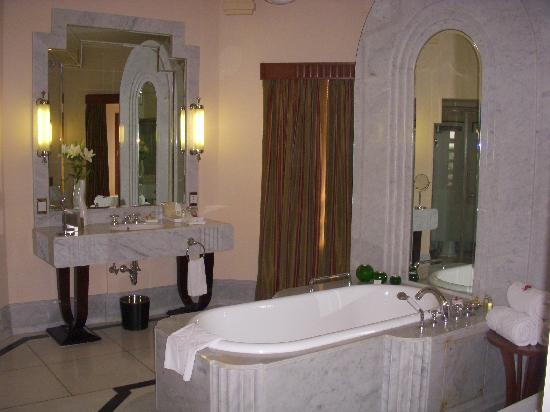 Umaid Bhawan Palace Jodhpur: Suite bathroom