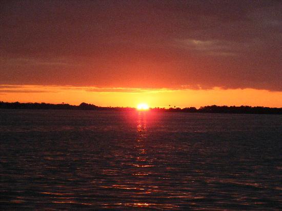 Mount Dora Historic Inn: Sunset over Lake Dora