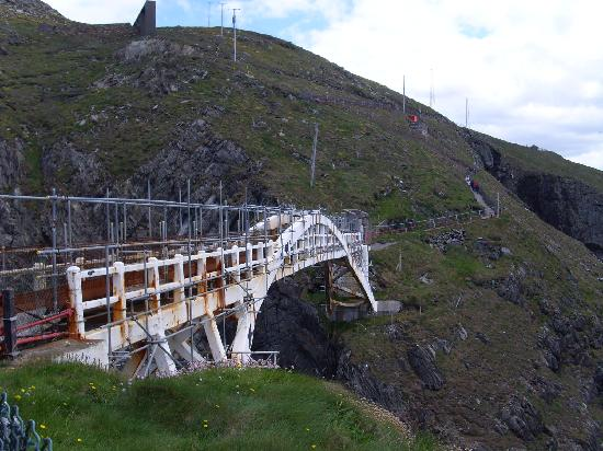 Mizen Head Visitor Centre: View from Bridge looking back towards direction of carpark