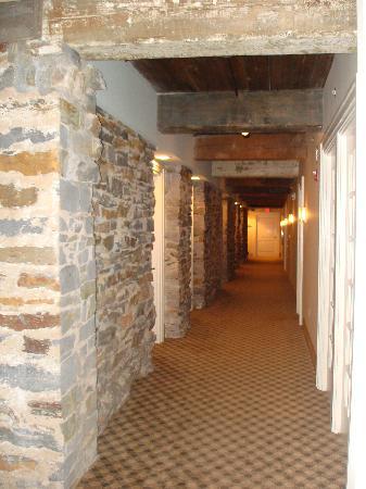 Craddock Terry Hotel: Vintage stonework