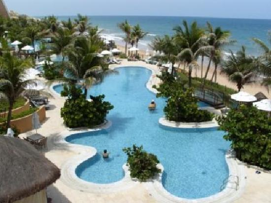 SERHS Natal Grand Hotel: Pool from the stairs