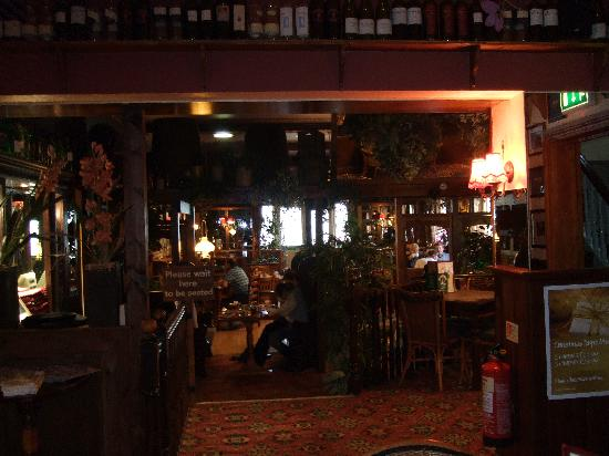 Half Moon Inn: Dining room - it's not really this dark