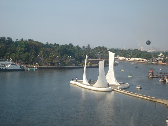 Ancol Dreamland : This monument can be found in Ancol Beach