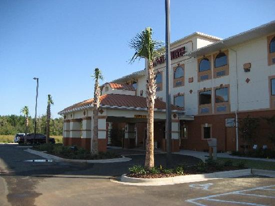 Bay Inn & Suites: front, as entering