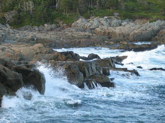 Louisbourg Lighthouse: Rocks around lighthouse