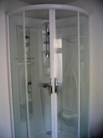 The Florentine: Shower