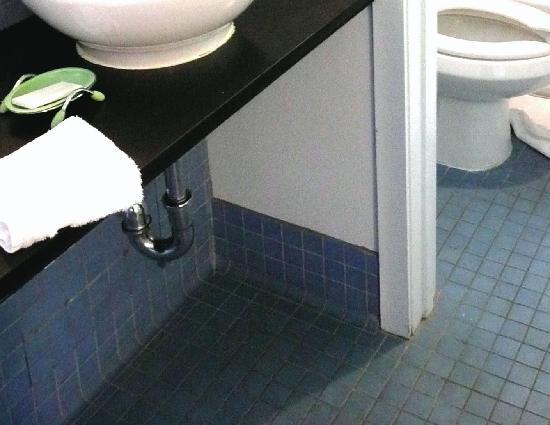 Greenporter Hotel: dirty floor