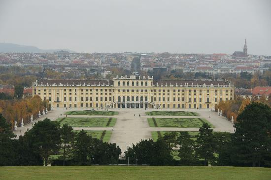 Pension Kraml: Schonbrunn Palace a few minutes away