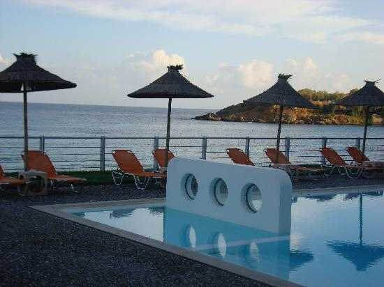 Ammos Hotel: View of hotel Ammos' pool area at sunset