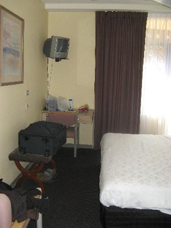 Mariners Court Hotel: Part of our room (well that area is about all of it actually)