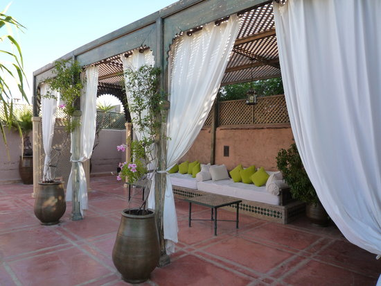 Les Jardins de la Medina: daybeds on the roof terrace