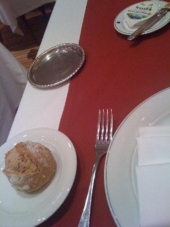 L'Amiraute : Pain à table