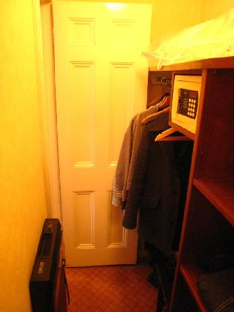 Durrants Hotel: Inside the wardrobe