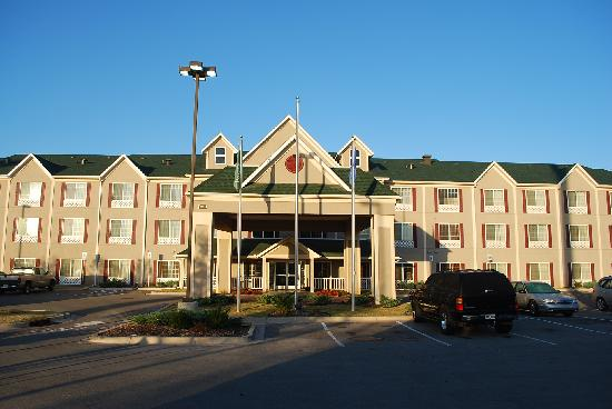 Country Inn & Suites By Carlson, Norman: The front of the hotel