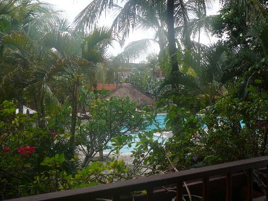 Hotel Santika Premiere Beach Resort Bali: Pool view balcony