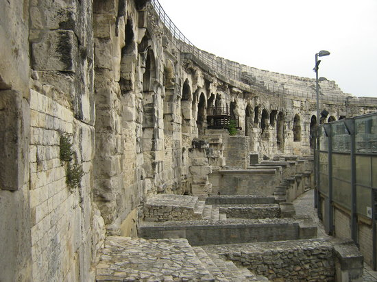 Lyon, France: arena di nimes francia