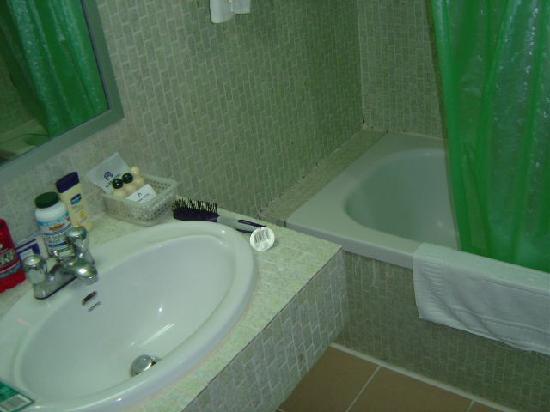 Nana Hotel: bathroom