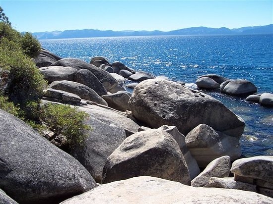 Lake Tahoe (Nevada), NV: rocce sul lake tahoe