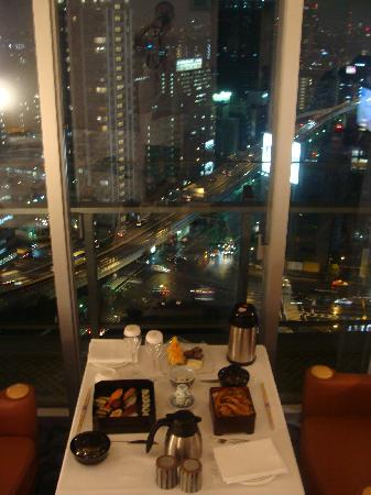 The Prince Park Tower Tokyo: Room Service vue sur Tokyo by night