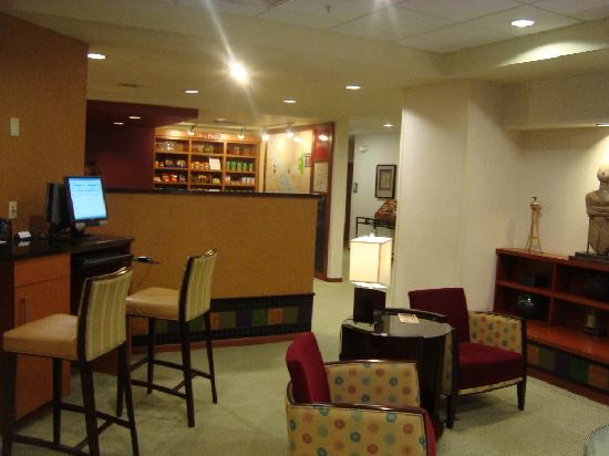 TownePlace Suites Minneapolis Downtown/North Loop: Lobby