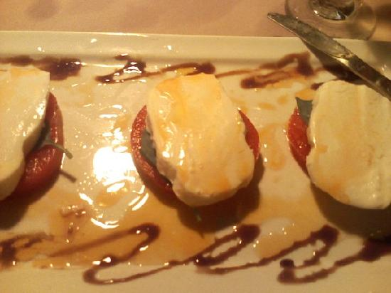 Cafe Baci : Tomato, basil, mozzarella, vinegrette - YUM!!!