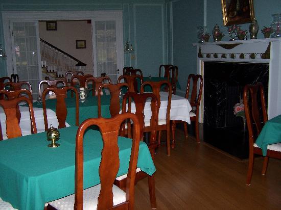 Idlwilde Inn: dining area