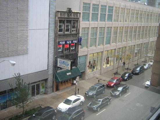 Inn of Chicago: street view from the window