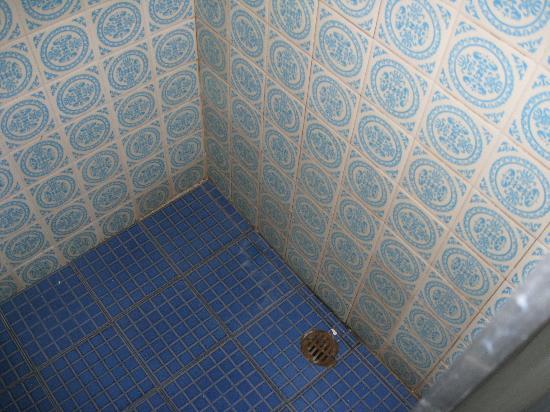 Las Quince Letras Hotel: Bucha en pesimas condiciones, hongos