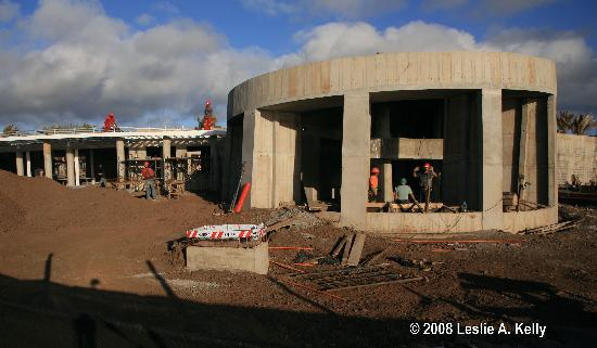 Hotel Hangaroa Eco Village & Spa: Construction workers hard at work on the New Hotel Hangaroa on Easter Island.