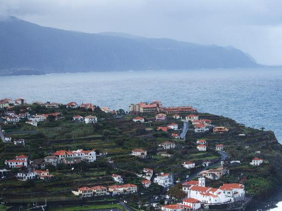 Monte Mar Palace : The hotel and surrounding village