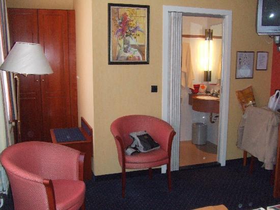 Anselmus Hotel: Baño