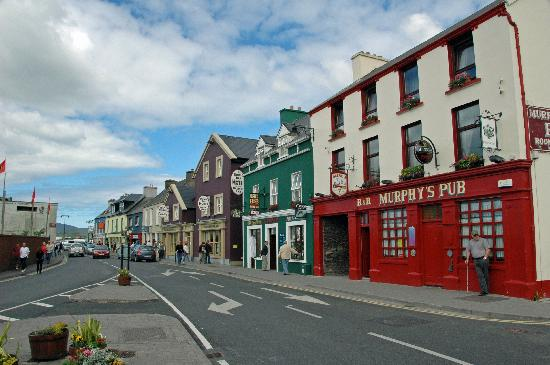 Dingle's First Cottage by the Sea: Dingle-main street 2 minute walk from B&B