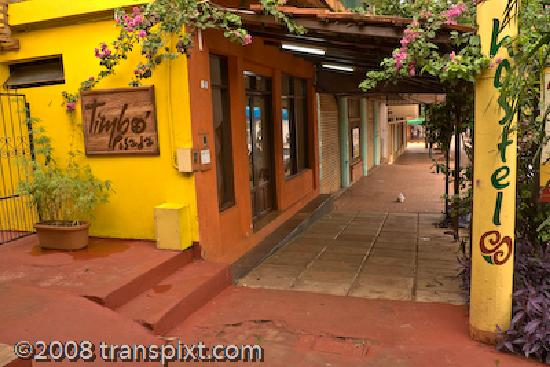 Timbo Hostel y Posada: You can't miss the cheery yellow exterior of Timbo Posada
