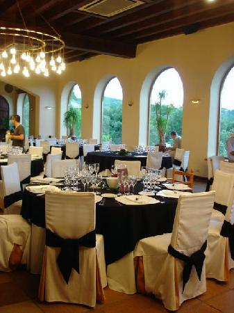 Castell de l'Oliver Hotel: The room for the wedding reception being set up.
