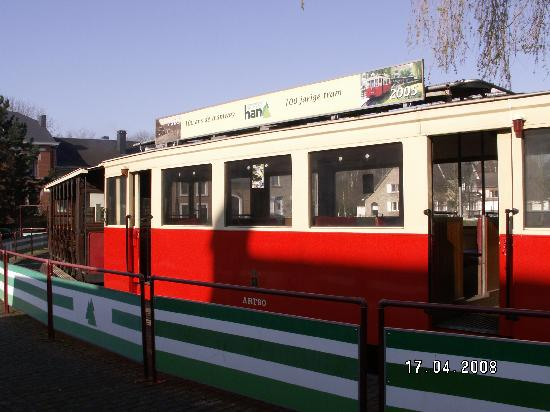 Han-sur-Lesse, Belgia: One of the antqiue trams